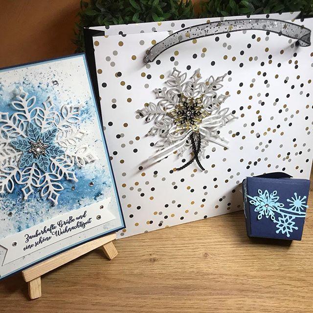 Heute war Workshop Time !Lieben Dank an Sabrina und Carmen für die tollen Inspirationen ️!#stampinup #stampinupdemo #casakreativ #flockengestöber #shoppingbag #handmade #weihnachtenkommtschnelleralseinemliebist