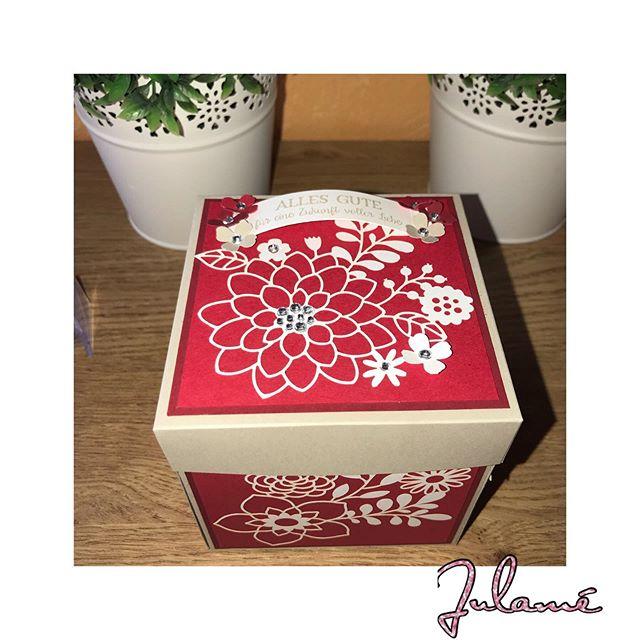 Letzte Woche ist diese Box verschenkt worden, nun darf ich sie zeigen. Eine ähnliche Box habe ich im vergangenen Jahr schon einmal gefertigt. Ein ganz besonderes Geschenk mit bleibender Erinnerung an den schönsten Tag im Leben! #stampinup #julamé #werbung #explosionbox #hochzeit #schönstertagimleben #besonderegeldgeschenke