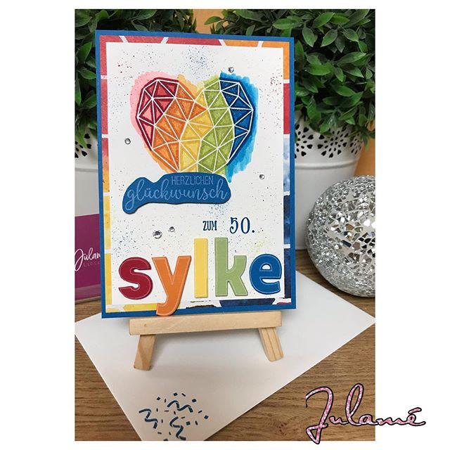 Diese Woche hatte eine ganz liebe Freundin ihren 50. Geburtstag, zusätzlich zum@Gecshnek musste natürlich noch eine Karte her, in Anlehnung an die Karte von @stempelwiese hüpfte dann diese Karte vom Tisch. Fröhlich bunt macht sie einfach nur gute Laune. #stampinup #julamé #werbung #kunstmitherz #happybirthday #50geburtstag