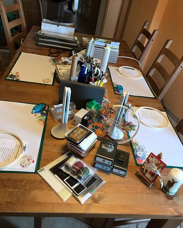 Workshoptime@home , es ist angerichtet und wir sind schon mittendrin . Ergebnisse gibt es später ️. #julamé #workshop #stampinup #werbungineigenersache #goldenerherbst